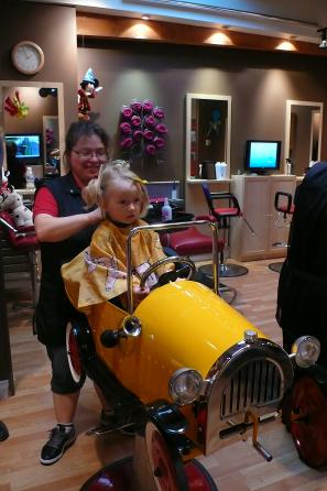 Chiara beim Frisör